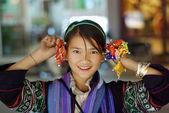 SAPA, VIETNAM - SEP 30:Unidentified cute girl of the flower H'mong indigenous women at walking street on September 31, 2009 in Sapa, Vietnam. — Stock Photo