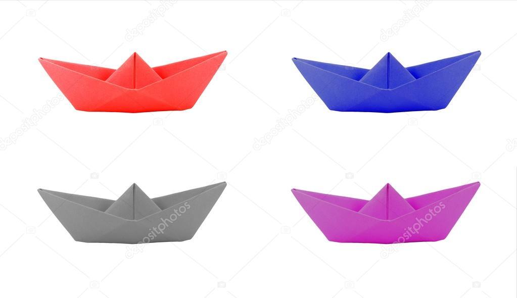 bateau en papier origami quatre couleur sur fond blanc photographie tzido 32253465. Black Bedroom Furniture Sets. Home Design Ideas
