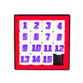 Pocket sliding fifteen puzzle game in red color frame on white b — 图库照片
