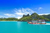 KOH SAMUI, THAILAND - JUNE 30 : undefined big boat of traveler s — Stock Photo