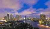 Bangkok gród nowoczesny budynek strony rzeki na czas zmierzchu, th — Zdjęcie stockowe