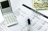 用计算器、 钢笔和美元钱 b 损益表报告 — 图库照片