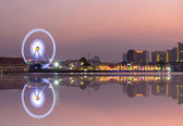 Ferris wheel river side at twilight time on Bangkok cityscape  — Stock Photo
