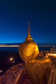Golden Rock at twilight with praying people, KyaiKhtiyo pagoda,  — Stock Photo