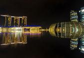 Arena Marina Bahía es uno de los edificio moderno paisaje urbano de Singapur en marina bay — Foto de Stock