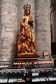 Beautiful statue in the cathedral in Brussels — Stock Photo