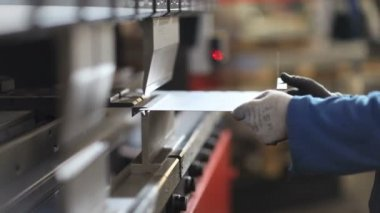 Hands that bend sheet metal worker in the factory — Stock Video