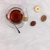 Glass cup of tea with cookies on the table  — Stock Photo