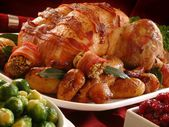 Traditional Christmas roast turkey dinner with vegetables — Stock Photo