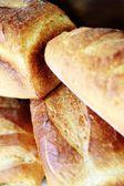 Stapel van artisan stijl broden장인 스타일 빵의 더미 — Stockfoto