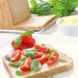 Making tomato and mozzarella sandwich — Stok fotoğraf