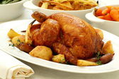 Traditional roast chicken with vegetables — Stock Photo
