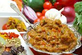 Indian beef madras curry with ingredients — Stock Photo