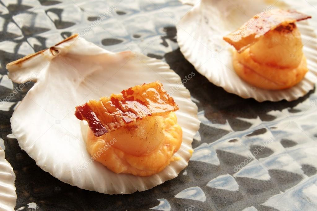 Scallop canapes stock photo neillangan 44779055 for Canape shells