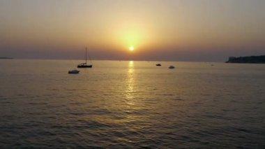 Puesta de sol sobre el mar — Vídeo de Stock
