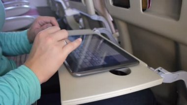 Using digital tablet on a plane — Stock Video