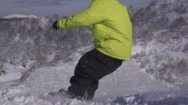 Snowboarder jumping powder kicker — Stock Video