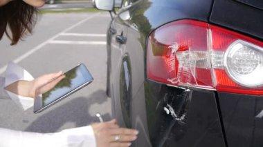 Sketching car damage — Stock Video