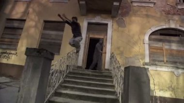 Free runners running out of abandoned house — Stock Video