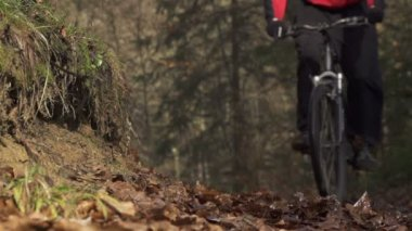 Mountain biker braking in a turn — Stock Video