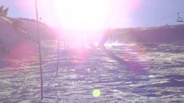 Snowboarder making snow spray — Stock Video
