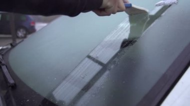 Scraping frosted windshield — Stock Video