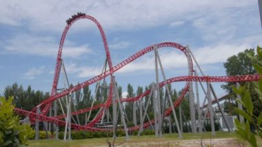 Fast ride on roller coaster — Wideo stockowe