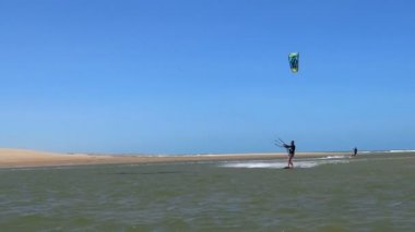 Kiteboarder jumps and crashes — Stock Video