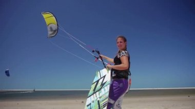 Kiteboarder flying a kite — Stock Video