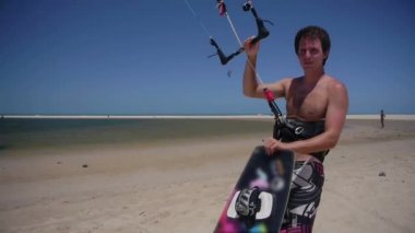 Young kiteboarder — Stock Video