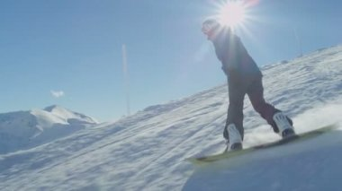 Snowboarder riding down — Stock Video