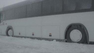 Frozen bus — Stock Video