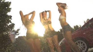 Dançar na chuva — Vídeo stock