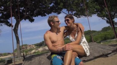 Couple kissing on swing — Wideo stockowe