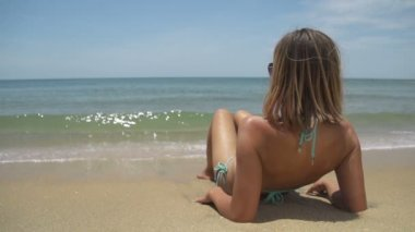 Woman on beach — Stock Video