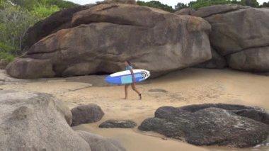 Surfer girl — Stock Video