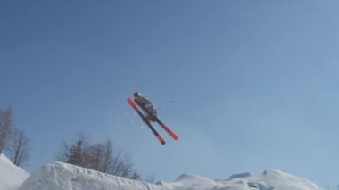 Freestyle skier — Stock Video
