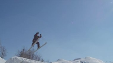 Skier jumping big air — Stock Video