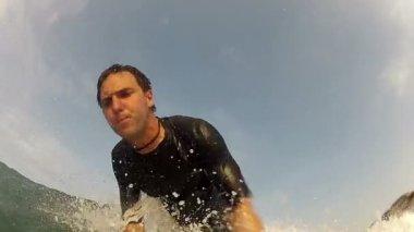 Man wavesurfing — Stock Video