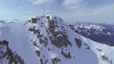Skier on top — Stock Video