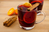 Mulled wine with cinnamon — Stock Photo