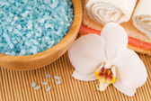Spa Treatment: sea salt with towels — Stock Photo