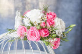 bouquet of flowers with white and pink roses — Stock Photo