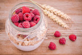 Breakfast: cereal with raspberries and yogurt — Stock Photo