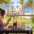 Breakfast on the Caribbean beach — Stock Photo
