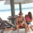Romantic honeymooners in Maldives — Stockfoto