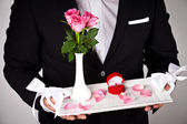 Man in formal wear with engagement ring and flowers — Stockfoto
