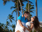 Loving couple - beach at summer - the romantic date or wedding o — Stockfoto