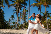 Beautiful couple on the beach in wedding dress — Stock Photo