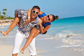 Happy tourists people on the beach — Stock Photo
